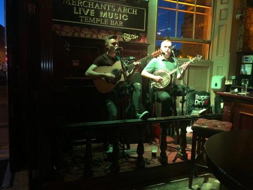 pub performers